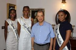 President meets with Miss Seychelles 2016 and the runner up Princesses